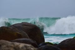 Κύματα θάλασσας σε Kovalam Στοκ Φωτογραφίες