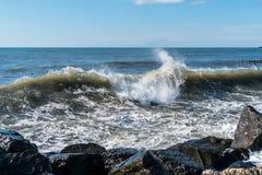 Κύματα θάλασσας στην ακτή Μαύρης Θάλασσας, Poti, Γεωργία Στοκ φωτογραφία με δικαίωμα ελεύθερης χρήσης
