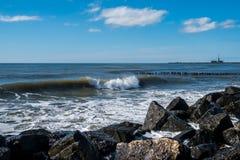 Κύματα θάλασσας στην ακτή Μαύρης Θάλασσας, Poti, Γεωργία Στοκ Εικόνες