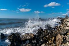 Κύματα θάλασσας στην ακτή Μαύρης Θάλασσας, Poti, Γεωργία Στοκ εικόνα με δικαίωμα ελεύθερης χρήσης