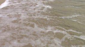 Κύματα και άμμος απόθεμα βίντεο
