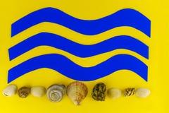 Κύματα και θαλασσινά κοχύλια θάλασσας εγγράφου Στοκ εικόνες με δικαίωμα ελεύθερης χρήσης