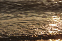 Κύματα και παραλία θάλασσας Στοκ εικόνα με δικαίωμα ελεύθερης χρήσης
