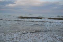 Κύματα Μαύρης Θάλασσας Θυελλώδης ημέρα Παραλία Στοκ εικόνα με δικαίωμα ελεύθερης χρήσης