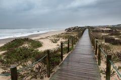 Κύματα μεγαλύτερα από το φάρο στοκ φωτογραφίες