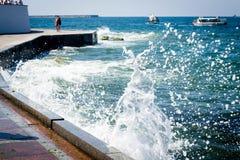 Κύματα παφλασμών Στοκ φωτογραφία με δικαίωμα ελεύθερης χρήσης