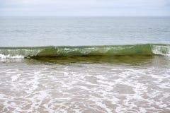 Κύματα που σπάζουν στην παραλία στο ballybunion Στοκ φωτογραφία με δικαίωμα ελεύθερης χρήσης