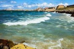 Κύματα σε έναν κόλπο Στοκ φωτογραφία με δικαίωμα ελεύθερης χρήσης
