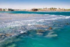 Κύματα σε μια κοραλλιογενή ύφαλο σε Hurghada Στοκ φωτογραφίες με δικαίωμα ελεύθερης χρήσης