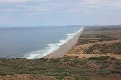 Κύματα στην ακτή Καλιφόρνιας Στοκ εικόνες με δικαίωμα ελεύθερης χρήσης