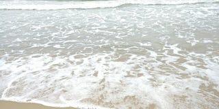 Κύματα στην παραλία Στοκ φωτογραφίες με δικαίωμα ελεύθερης χρήσης