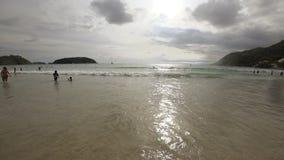 Κύματα στην παραλία Nai Harn, Ταϊλάνδη φιλμ μικρού μήκους