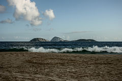 κύματα στην παραλία Ipanema Στοκ φωτογραφία με δικαίωμα ελεύθερης χρήσης