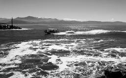 Κύματα στο κανάλι Στοκ φωτογραφίες με δικαίωμα ελεύθερης χρήσης
