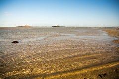 Κύματα στο νησί συγκέντρωσης Στοκ φωτογραφία με δικαίωμα ελεύθερης χρήσης