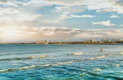 Κύματα της θάλασσας σε έναν κόλπο στην Πούλια Στοκ εικόνες με δικαίωμα ελεύθερης χρήσης