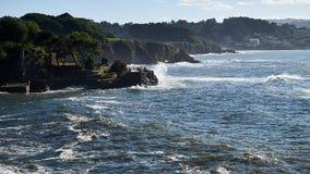 Κύματα Bigs στην παραλία Santa Cruz σε Santa Cruz Γαλικία, Ισπανία Στοκ φωτογραφία με δικαίωμα ελεύθερης χρήσης
