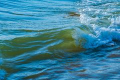 Κύμα θάλασσας στην παραλία στοκ εικόνες με δικαίωμα ελεύθερης χρήσης
