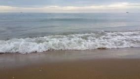 Κύμα θάλασσας πρωινού το καλοκαίρι Στοκ φωτογραφία με δικαίωμα ελεύθερης χρήσης