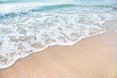 Κύμα θάλασσας στην παραλία Στοκ Εικόνα