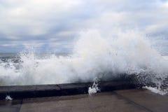 κύμα θαλασσοταραχών συντριβών Στοκ Εικόνες
