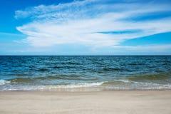 Κύμα στη θερινή παραλία Στοκ Εικόνα