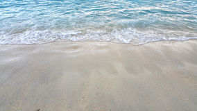 Κύμα της θάλασσας στην παραλία άμμου Στοκ φωτογραφίες με δικαίωμα ελεύθερης χρήσης