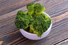 Κύπελλο του μαγειρευμένου πράσινου μπρόκολου στοκ εικόνα με δικαίωμα ελεύθερης χρήσης