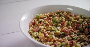 Κύπελλο των oatmeals 4k απόθεμα βίντεο