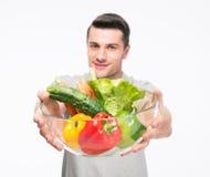 Κύπελλο εκμετάλλευσης ατόμων με τα λαχανικά Στοκ φωτογραφία με δικαίωμα ελεύθερης χρήσης