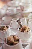 Κύπελλο ζάχαρης με καθαρισμένος Στοκ Φωτογραφίες