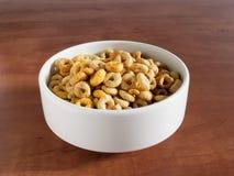 Κύπελλο με τα cheerios Στοκ εικόνα με δικαίωμα ελεύθερης χρήσης