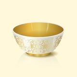 Κύπελλο με τη χρυσή floral διακόσμηση και την αντανάκλαση Στοκ Εικόνες
