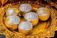 Κύπελλο με το άρωμα και ζωηρό corolla λουλουδιών για το festiva Songkran Στοκ φωτογραφία με δικαίωμα ελεύθερης χρήσης