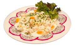 Κύπελλο της πατάτας, του πράσινων κρεμμυδιού και της σαλάτας αυγών Στοκ Φωτογραφίες