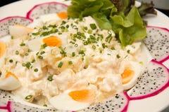Κύπελλο της πατάτας, του πράσινων κρεμμυδιού και των αυγών Στοκ εικόνες με δικαίωμα ελεύθερης χρήσης