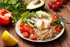 Κύπελλο του Βούδα με quinoa και τα λαχανικά Στοκ εικόνα με δικαίωμα ελεύθερης χρήσης