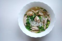 Κύπελλο του pho κοτόπουλου Pho GA Σούπα νουντλς ρυζιού Στοκ Φωτογραφίες