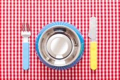 Κύπελλο τροφίμων σκυλιών στοκ εικόνα με δικαίωμα ελεύθερης χρήσης