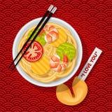 Κύπελλο των τηγανισμένων νουντλς με chopsticks και το μπισκότο τύχης Στοκ Φωτογραφία