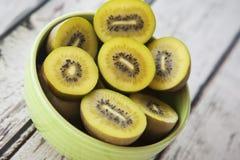 Κύπελλο φρούτων ακτινίδιων Στοκ Εικόνες