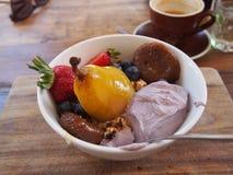 Κύπελλο Muesli ή των δημητριακών και των φρούτων στοκ φωτογραφία