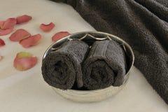 Κύπελλο Wellness με την πετσέτα Στοκ φωτογραφία με δικαίωμα ελεύθερης χρήσης