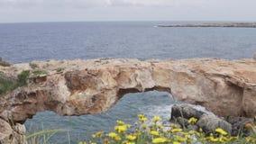 Κύπρος, ακρωτήριο Greco Η γέφυρα θάλασσας απόθεμα βίντεο