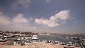 Κύπρος, Ελλάδα, σκάφη αναψυχής και αλιευτικά σκάφη στο λιμάνι, αλιευτικά σκάφη κοντά στην αποβάθρα, χώρος στάθμευσης βαρκών, διάφ φιλμ μικρού μήκους