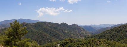 Κύπρος Πανόραμα των αιχμών βουνών Στοκ εικόνα με δικαίωμα ελεύθερης χρήσης