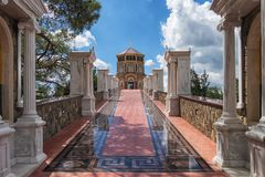 ΚΎΠΡΟΣ, ΠΆΦΟΣ ΤΟΝ ΟΚΤΏΒΡΙΟ ΤΟΥ 2018: Μοναστήρι Kykkos τα διάσημα μωσαϊκά που ενθέτονται με με το χρυσό στοκ εικόνα