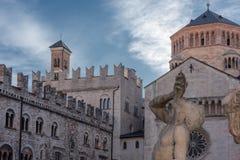 Κύρια άποψη plaza θόλων Trento με τη λεπτομέρεια πηγών Στοκ εικόνα με δικαίωμα ελεύθερης χρήσης