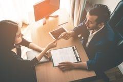 Κύρια δίνοντας ευκαιρία συμβάσεων για το νέο εργοδότη στοκ εικόνες