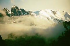 Κύρια καυκάσια κορυφογραμμή στοκ φωτογραφίες